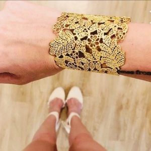 Gorgeous Stella & Dot gold lace cuff